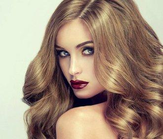 Jednoduché tipy, jak posílit unavené vlasy a získat vytoužený objem!
