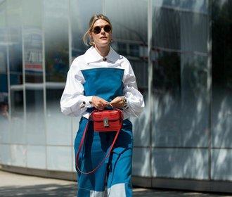 Módní inspirace z ulic New Yorku: Bílé boty, mini kabelky & věčný spěch
