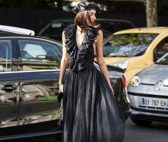 Módní inspirace z Paříže: Barety, dlouhé šaty & odhalená kůže