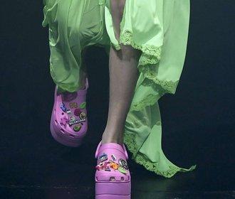 A zase ty crocsy... Gumové pantofle jsou hitem letošních přehlídek!