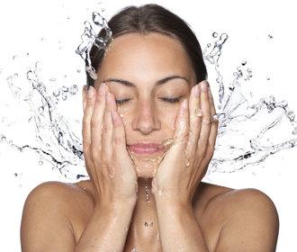 Jak správně umýt a odlíčit obličej? Poradíme vám!