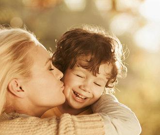 Návod na výrobu pravého muže: Nechte syny brečet a objímejte je!
