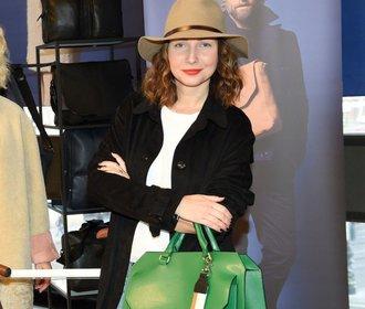 Veronika Arichteva a její oblíbené kousky: Zelená kabelka, kostkovaná sukně a sako!