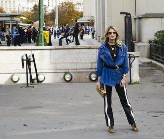 Nudí vás džíny? Vyměňte je za pohodlné kalhoty s lampasy