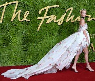 Móda na The Fashion Awards: Cudné volány střídaly odhalené nohy