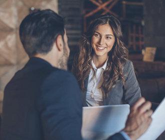 Chcete více přátel nebo lepší práci? Naučte se lidem dívat do očí