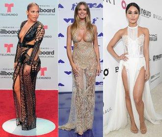 Nejodvážnější šaty uplynulého roku: Které slavné ženy šly s kůží na trh?