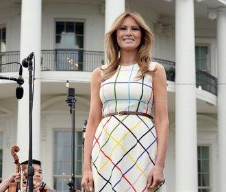 Outfity Melanie Trump v roce 2017. Trapasy střídaly americkou dokonalost