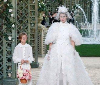 Nevěsty Chanel v průběhu let: Od Claudie Schiffer po Lily-Rose Depp