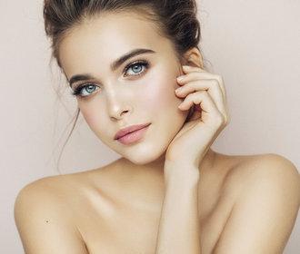 Testujeme v redakci: Který make-up skvěle kryje a snadno se roztírá?