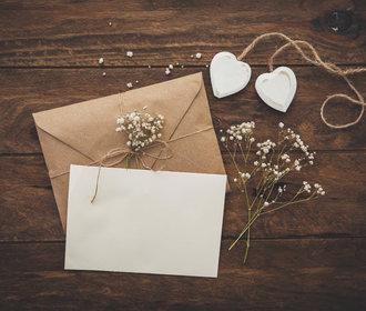 Jak vybrat svatební oznámení: Navrhnout vlastní, nebo ho nechat vyrobit profesionálně?