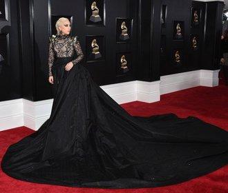 Hudební ceny Grammy: Co symbolizovala bílá růže a komu to nejvíce slušelo?