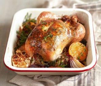 Dokonale vypečené kuře: Zkuste křupavé s bylinkami, česnekem a citronem!