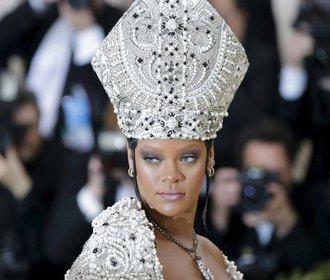 Met Gala 2018: Celebrity vyrazily na bál v šatech s náboženskou tématikou