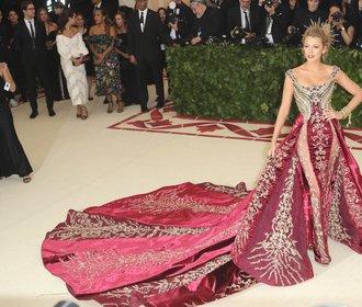 Jedny z nejúchvatnějších šatů oblékla na letošní Met Gala Blake Lively