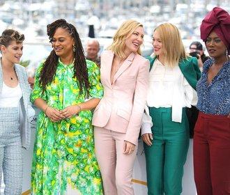 Nejkrásnější šaty a kalhotové kostýmy, které předvedly herečky v Cannes