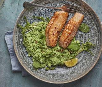 Lehký oběd na víkend: Losos s hráškovým pyré!