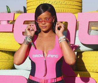 Rihanna ukázala strie a neoholené nohy! Fanynky ji milují!