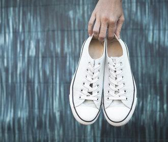 Návod: Jak vyčistit bílé tenisky, aby byly jako nové?