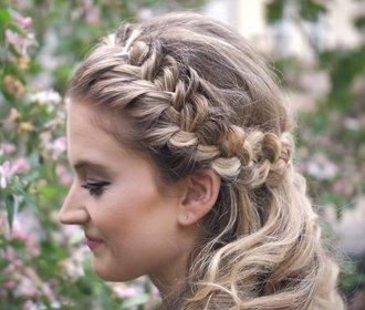 Tip na svatební účes: Romantické vlny a trendy cop!