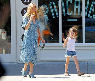 Letní styl Sienny Miller: 4 outfity, které můžete snadno napodobit