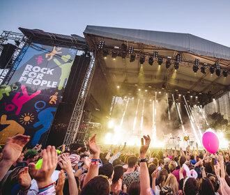 Letní hudební festivaly v Čechách: Kam vyrazit za popem i rockem?