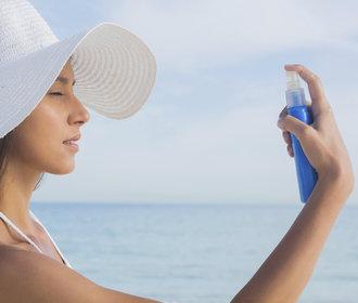 Testujeme v redakci: Které hydratační mlhy a vody opravdu v létě osvěží?
