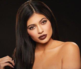"""Kylie Jenner bude nejmladší """"self-made"""" miliardářkou. Předstihne i Zuckerberga"""