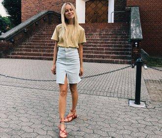 Mikrotrend, který nás baví: Džínová sukně s rozparkem