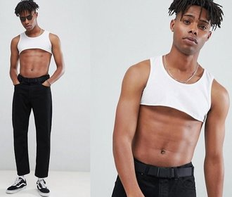Bizarní módní trend: Crop topy pro muže!