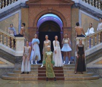 70 outfitů z přehlídek fashion weeku, které chcete nosit nejen na fashion weeku