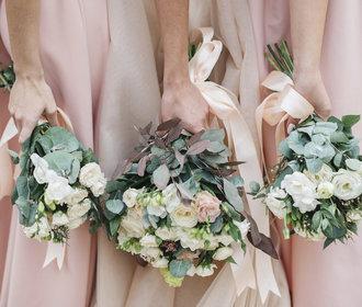 Nejkrásnější šaty pro hosty na podzimní i zimní svatbu: Kde je koupíte?