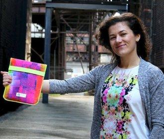 I reklamní předměty mohou být ekologické a pomáhat, říká designérka Markéta Borecká