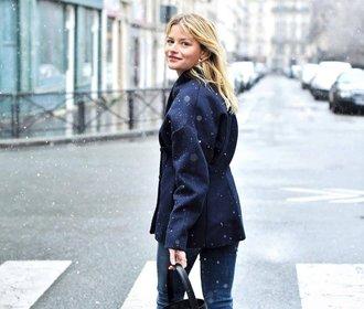 Zimní styl podle Francouzek: Zapomeňte na čepici, šálu a válenky