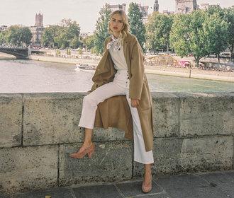 Bílé džíny na podzim? Překvapivý kousek, se kterým vytvoříte luxusní outfity