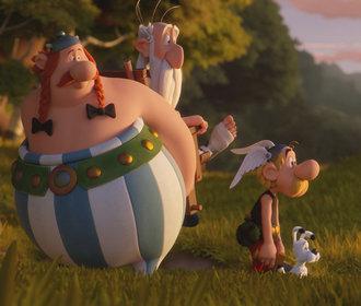 Prosincové filmové premiéry: Francouzská komedie o mužských aquabelách i nový Asterix!