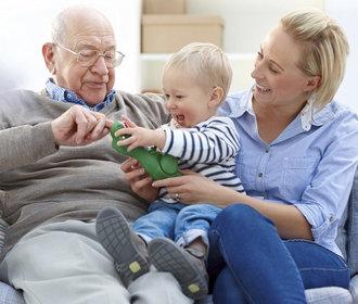 Péče o stárnoucí rodiče: Nemusíte všechno zvládnout sami, říká ředitel seniorcentra