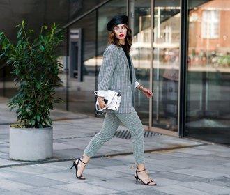 10 kabelek pod 1000 Kč, které vašemu outfitu dodají luxusní šmrnc
