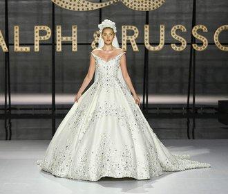 12 dechberoucích šatů z přehlídek haute couture. Které se líbí vám?