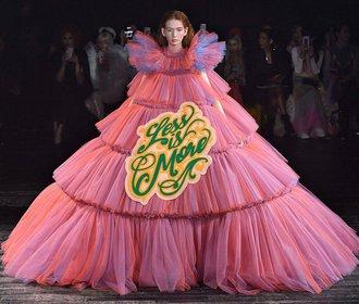 Trendy z přehlídek haute couture: Opravdu platí, že méně je více?