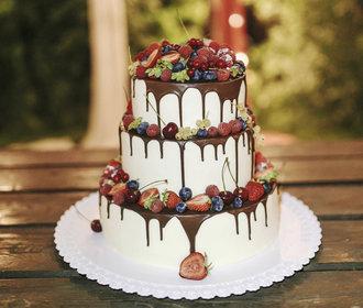 Svatební dort: Jaký dort na svatbu? Vybírejte podle místa i počtu lidí