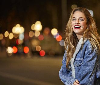 S čím nosit džínovou bundu: 3 outfity, které vám dodají inspiraci!