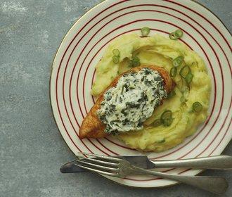 Zapečená kuřecí prsa se špenátem: Oběd, který spolehlivě zasytí!