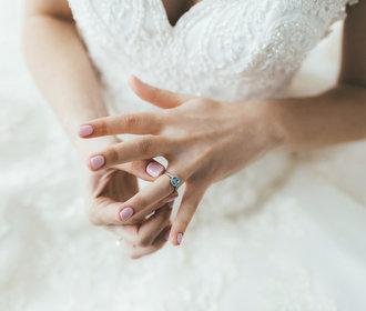 Manikúra pro nevěsty 2019: Jak si vkusně upravit nehty pro svůj velký den?