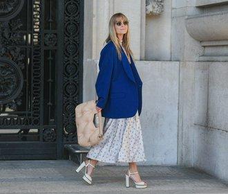 25 jarních outfitů z ulic módních metropolí, které mohou inspirovat i vás