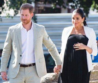 Těhotenský styl vévodkyně Meghan: Jakými outfity překonávala Kate?