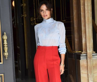 Victoria Beckham slaví 45! Podívejte se na 15 jejích outfitů, které jsou věčnou inspirací