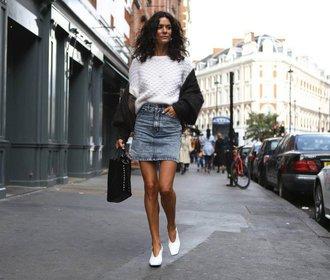 4 trendy, které letos ovládnou džínové sukně
