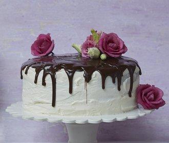Oslaďte si víkend: Vyzkoušejte mramorový dort s čokoládovou polevou!