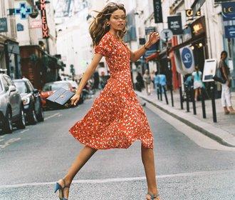 Tea dress time: 15 nejkrásnějších midi šatů s kytičkovým vzorem